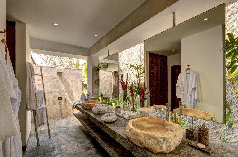 Abaca Villas His and Hers Bathroom, Petitenget | 6 Bedroom Villas Bali