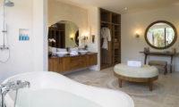 Lataliana Villas His and Hers Bathroom, Seminyak   6 Bedroom Villas Bali