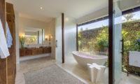 Lataliana Villas Romantic Bathtub Set Up, Seminyak   6 Bedroom Villas Bali