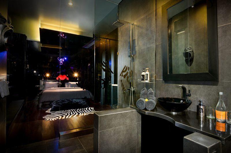Niconico Mansion Bedroom and Bathroom, Petitenget   6 Bedroom Villas Bali