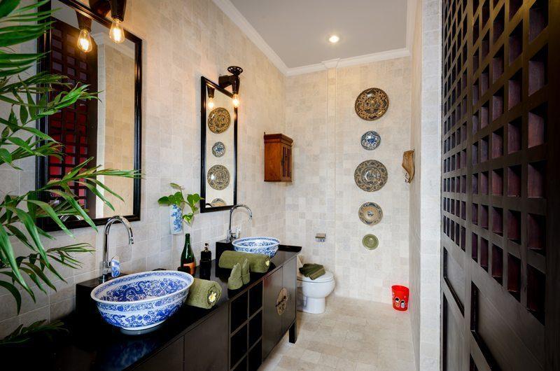 Niconico Mansion En-Suite Bathroom, Petitenget   6 Bedroom Villas Bali