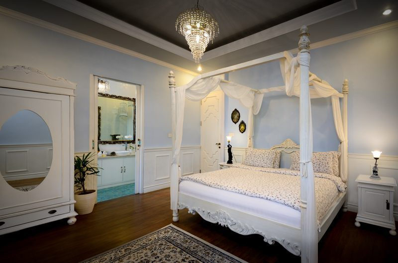 Niconico Mansion Four Poster Bed, Petitenget | 6 Bedroom Villas Bali