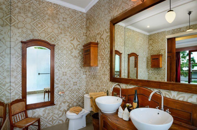 Niconico Mansion His and Hers Bathroom, Petitenget   6 Bedroom Villas Bali