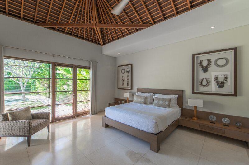 Nyaman Villas Spacious Bedroom with Garden View, Seminyak | 6 Bedroom Villas Bali