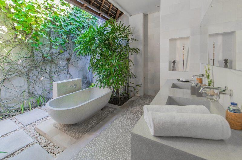 Nyaman Villas His and Hers Bathroom with Bathtub, Seminyak | 6 Bedroom Villas Bali