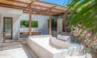 Nyaman Villas Semi Open Bathroom with Bathtub, Seminyak | 6 Bedroom Villas Bali