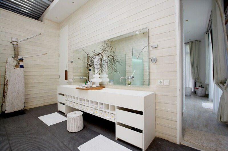 Pure Villa Bali Bathroom with Mirror, Canggu | 6 Bedroom Villas Bali