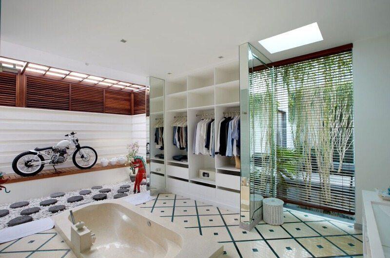 Pure Villa Bali En-Suite Bathroom with Bathtub, Canggu | 6 Bedroom Villas Bali
