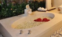 The Bli Bli Villas Romantic Bathtub Set Up, Seminyak | 6 Bedroom Villas Bali
