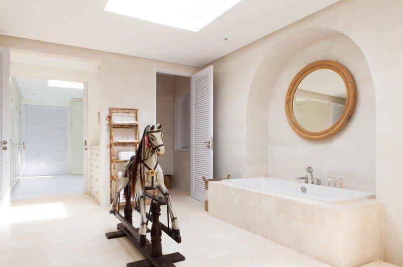 The Cotton House Master Bathroom, Seminyak | 6 Bedroom Villas Bali