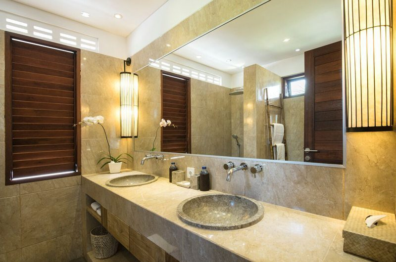 Villa Abakoi Bathroom with Mirror, Seminyak | 6 Bedroom Villas Bali