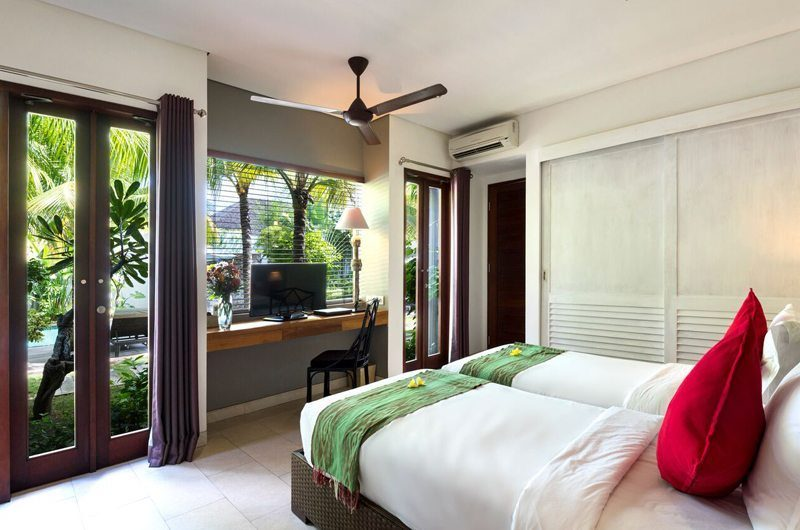 Villa Abakoi Twin Bedroom with TV, Seminyak | 6 Bedroom Villas Bali