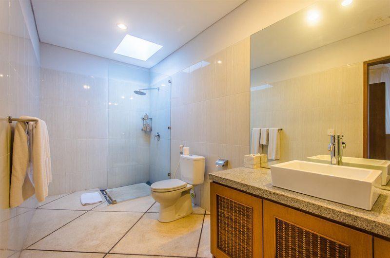 Villa Alore Bathroom with Shower, Seminyak | 6 Bedroom Villas Bali