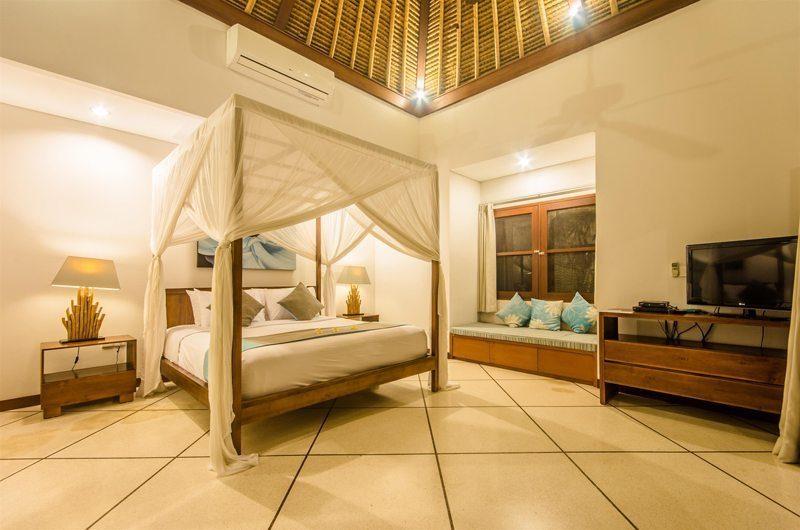 Villa Alore Bedroom with Seating Area, Seminyak | 6 Bedroom Villas Bali