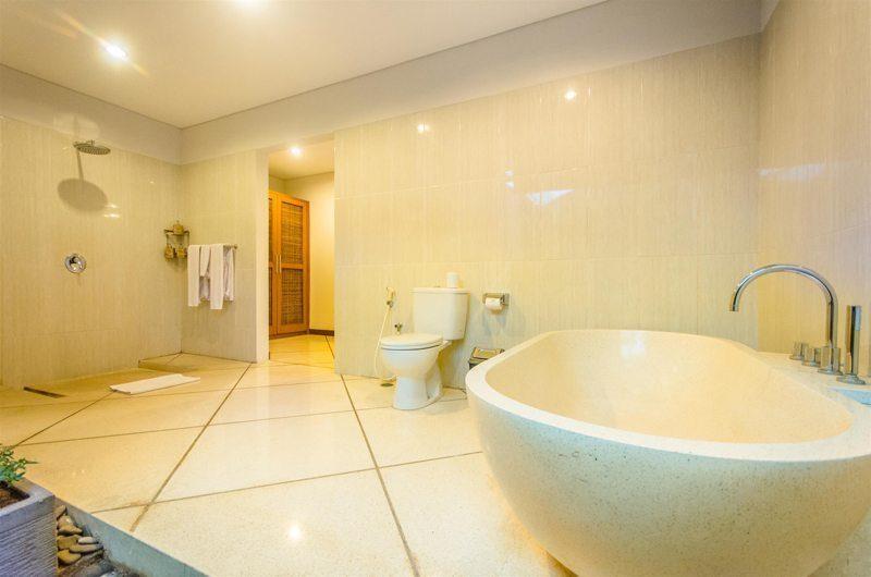 Villa Alore Bathroom with Bathtub, Seminyak | 6 Bedroom Villas Bali