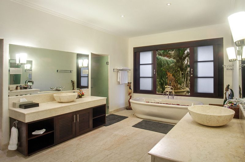 Villa Avalon Bali En-suite Bathroom, Canggu | 6 Bedroom Villas Bali