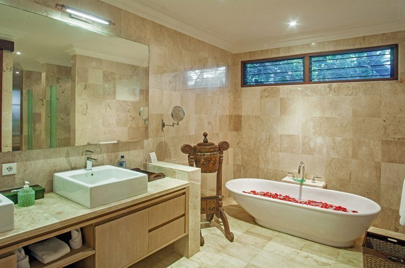 Villa Avalon Bali Bathroom with Bathtub, Canggu | 6 Bedroom Villas Bali