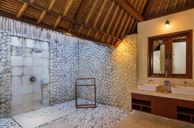 Villa Bayu Semi Open Bathroom, Uluwatu | 6 Bedroom Villas Bali