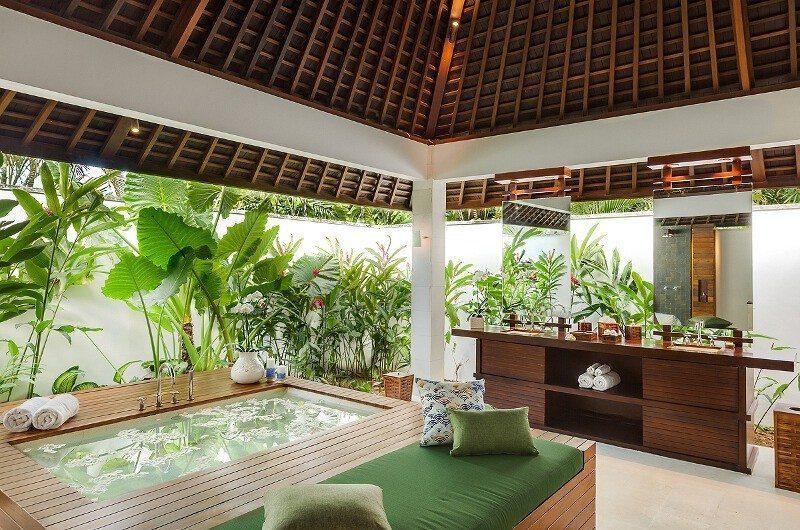 Villa Beji En-Suite Bathroom with Bathtub, Canggu | 6 Bedroom Villas Bali