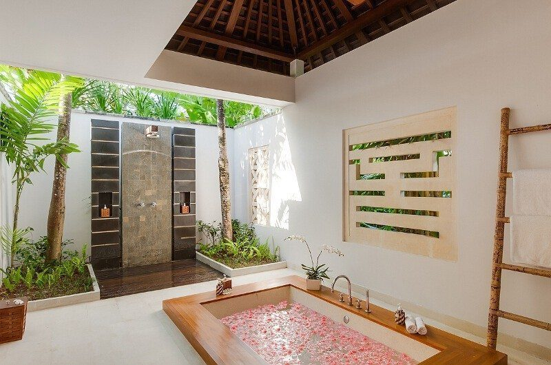 Villa Beji Romantic Bathtub Set Up, Canggu | 6 Bedroom Villas Bali