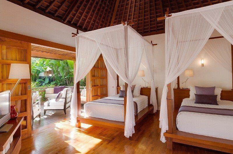 Villa Beji Twin Bedroom with Wooden Floor, Canggu | 6 Bedroom Villas Bali