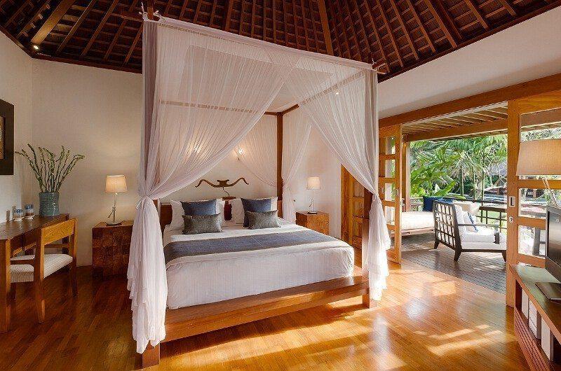 Villa Beji Bedroom and Balcony, Canggu | 6 Bedroom Villas Bali