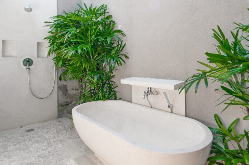 Villa Chocolat Bathtub, Seminyak   6 Bedroom Villas Bali