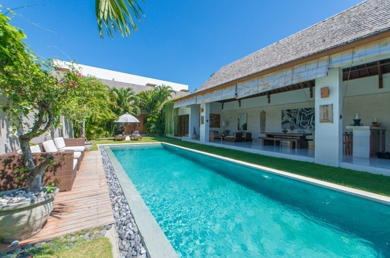Villa Chocolat Pool Side Seating Area, Seminyak | 6 Bedroom Villas Bali