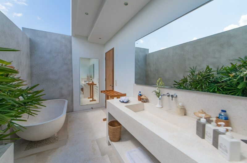 Villa Chocolat En-Suite Bathroom, Seminyak | 6 Bedroom Villas Bali