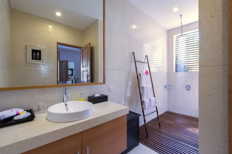 Villa Kinara Bathroom with Shower, Seminyak | 6 Bedroom Villas Bali