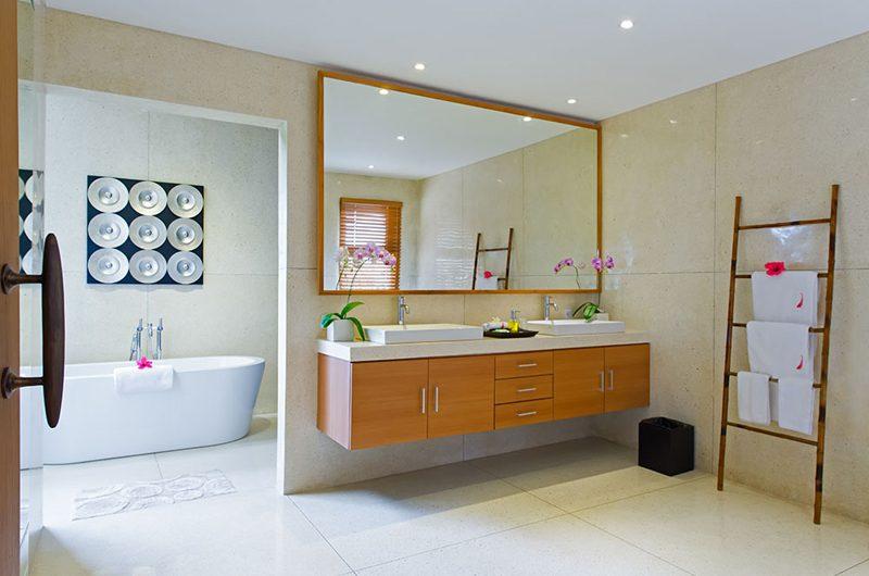 Villa Kinaree Estate His and Hers Bathroom, Seminyak | 6 Bedroom Villas Bali
