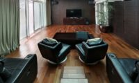 Villa Latitude Bali TV Room with Wooden Floor, Uluwatu | 6 Bedroom Villas Bali