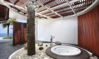 Villa Latitude Bali En-Suite Bathtub, Uluwatu | 6 Bedroom Villas Bali