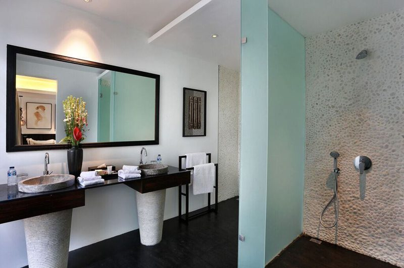 Villa Latitude Bali His and Hers Bathroom with Shower, Uluwatu | 6 Bedroom Villas Bali