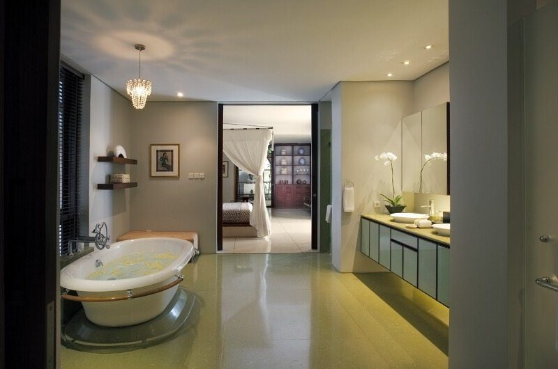 Villa Lilibel Bathroom with Bathtub, Seminyak | 6 Bedroom Villas Bali