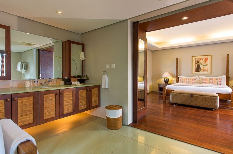 Villa Lilibel Bedroom and Bathroom, Seminyak | 6 Bedroom Villas Bali