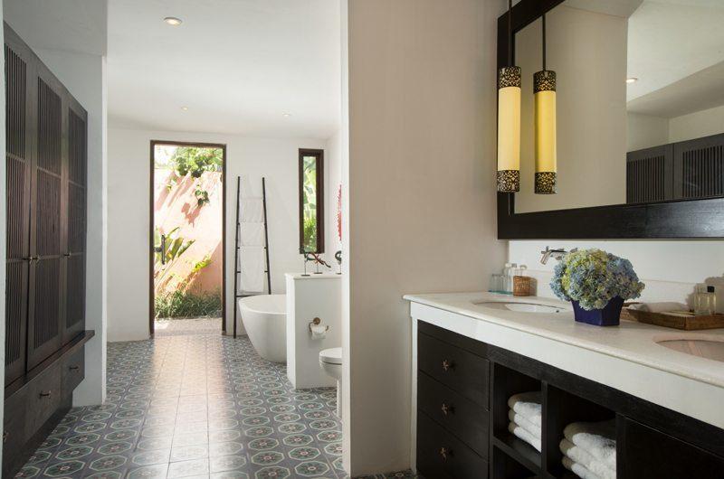 Villa Mamoune Bathroom with Bathtub, Umalas | 6 Bedroom Villas Bali
