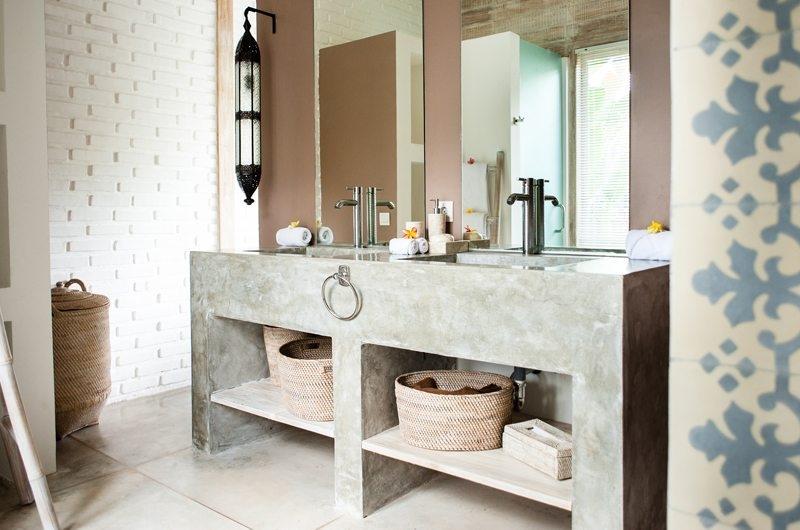 Villa Mannao His and Hers Bathroom with Mirror, Kerobokan | 6 Bedroom Villas Bali