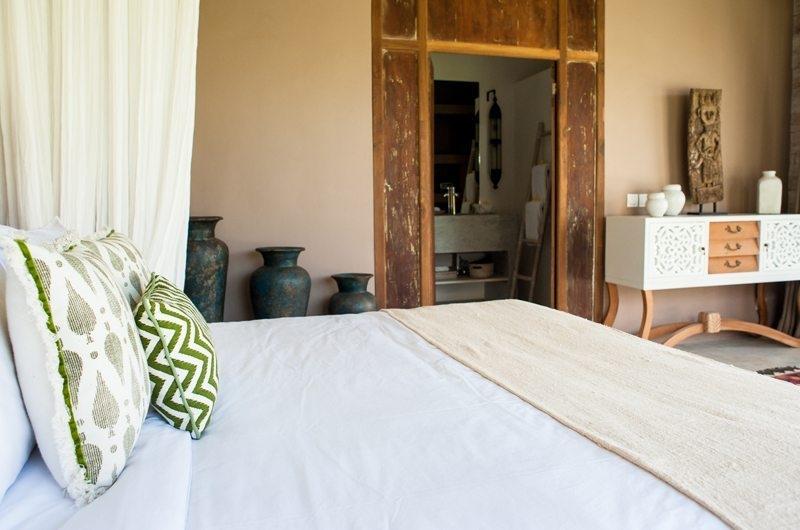 Villa Mannao Bedroom and Bathroom, Kerobokan | 6 Bedroom Villas Bali