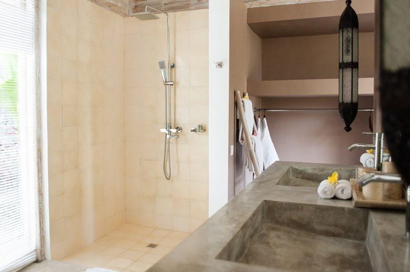 Villa Mannao Bathroom with Shower, Kerobokan | 6 Bedroom Villas Bali