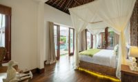 Villa Naty Bedroom with Wooden Floor, Umalas | 6 Bedroom Villas Bali