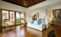 Villa Naty Bedroom with Seating Area, Umalas | 6 Bedroom Villas Bali