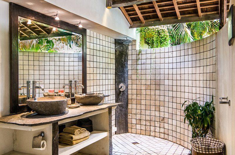 Villa Phinisi His and Hers Bathroom, Seminyak | 6 Bedroom Villas Bali
