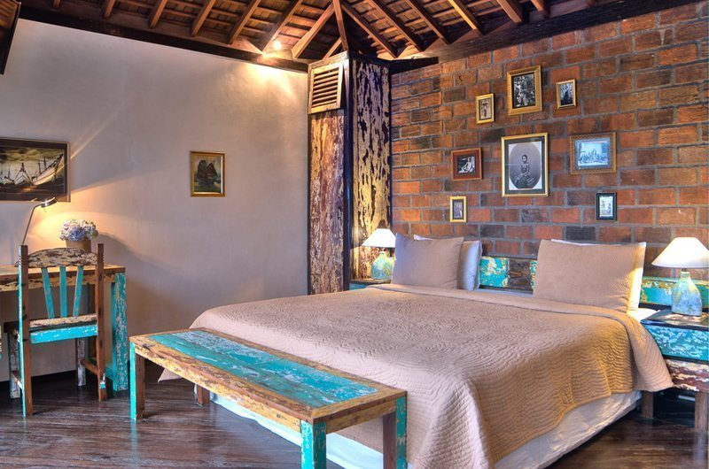 Villa Phinisi Bedroom with Study Table, Seminyak | 6 Bedroom Villas Bali
