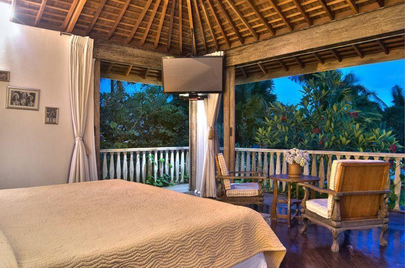 Villa Phinisi Bedroom with Seating Area, Seminyak | 6 Bedroom Villas Bali