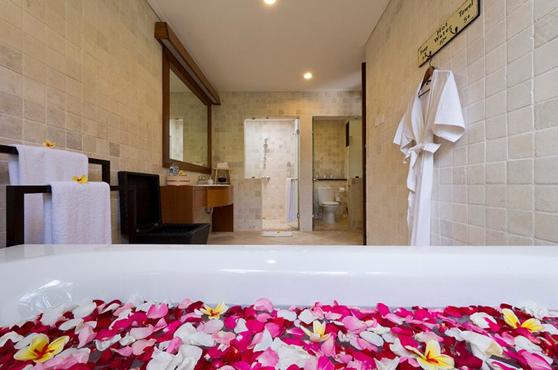 Villa San En-Suite Bathroom with Bathtub, Ubud | 6 Bedroom Villas Bali