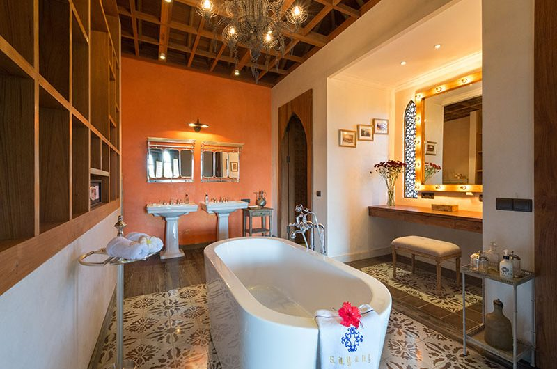 Villa Sayang D'Amour Bathroom with Bathtub, Seminyak | 6 Bedroom Villas Bali