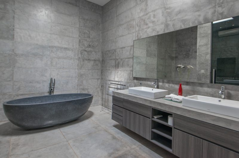 Villa Simpatico Bathroom with Bathtub, Seminyak | 6 Bedroom Villas Bali