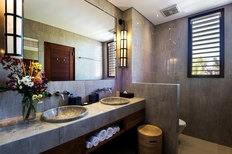 Villa Tangram His and Hers Bathroom, Seminyak | 6 Bedroom Villas Bali