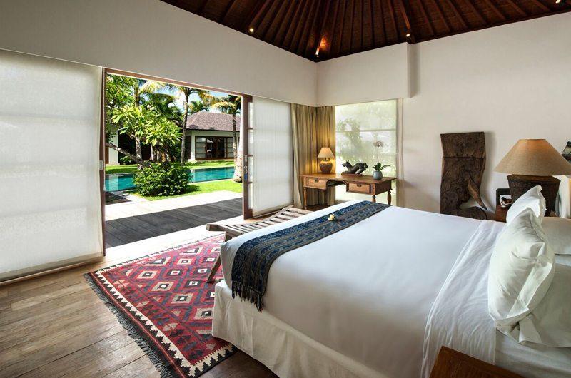 Villa Tiga Puluh Bedroom with Table Lamps, Seminyak | 6 Bedroom Villas Bali
